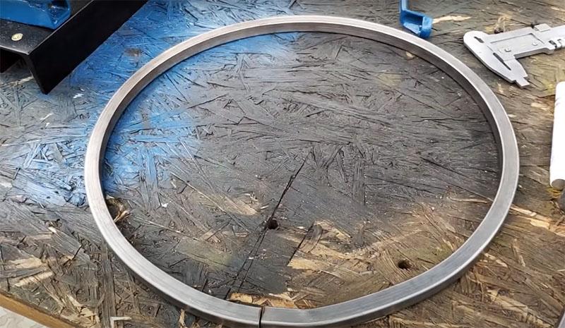 Используя такой простой и надёжный станок, вы без труда согнёте металлический профиль даже в кольцо