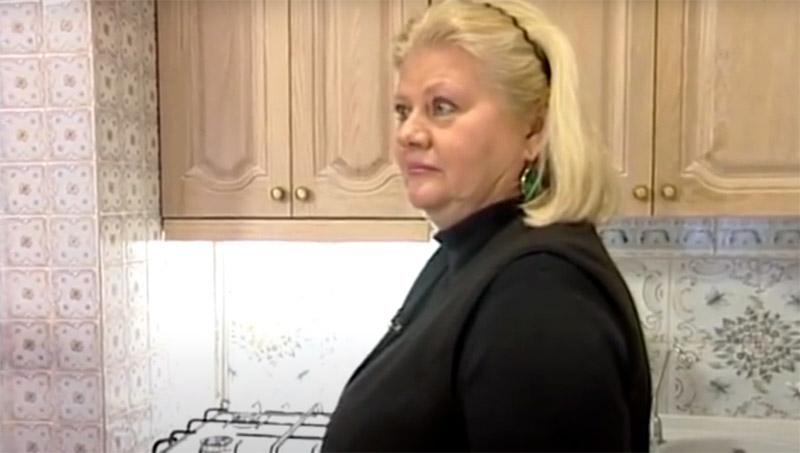 Ирина Муравьева с удивлением отметила, что после переделки просторная кухня стала тесной. Это не удивительно, ведь странная конструкция, имитирующая русскую печь, заняла половину пространства