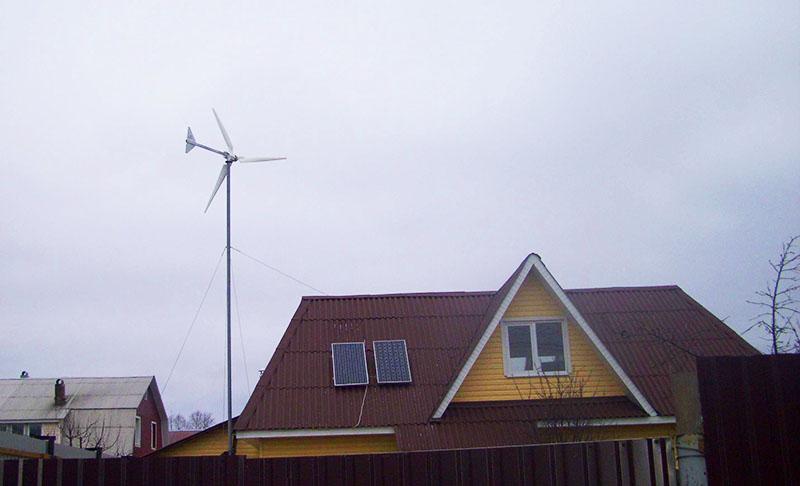 Ветряк во дворе частного дома уже не кажется экзотикой – каждый экономит, как может