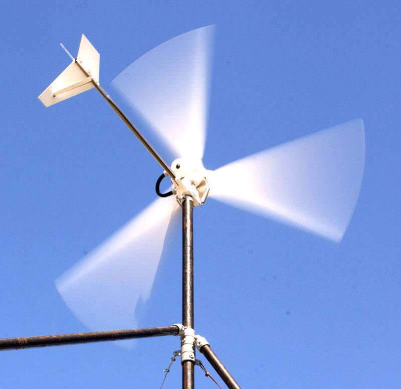 Лопасти ветряка могут вращаться достаточно быстро при сильном ветре