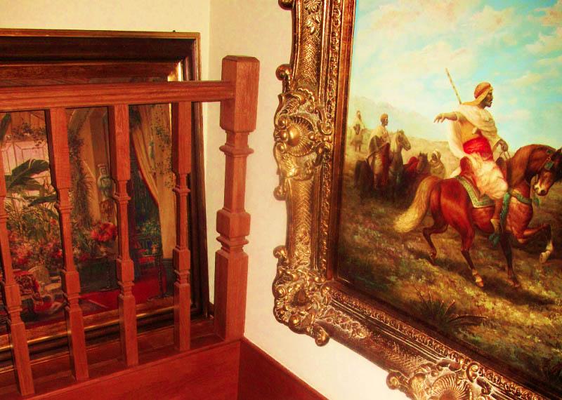 Дворцовая квартира скандально известного Станислава Садальского