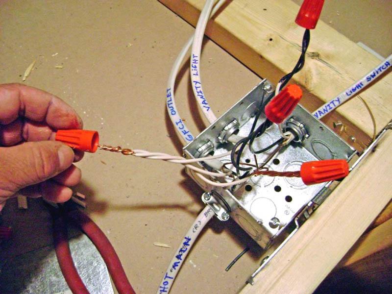 Винтовые колпачки позволяют сделать соединение более плотным