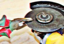 Как открутить зажатый диск болгарки