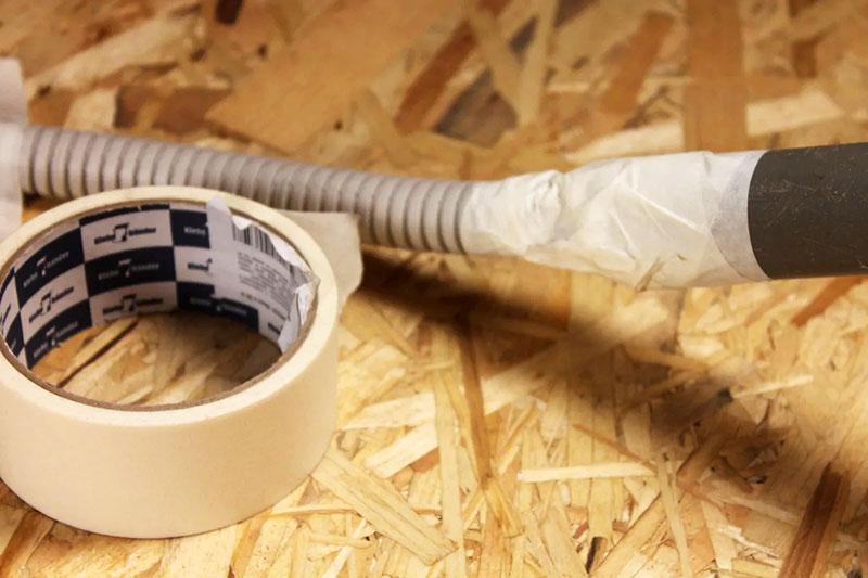 Протяжка кабеля при помощи поролона, нитки и пылесоса