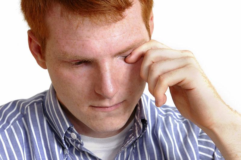 Ощущения при попадании проволоки в глаз очень болезненные
