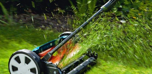Механическая газонокосилка