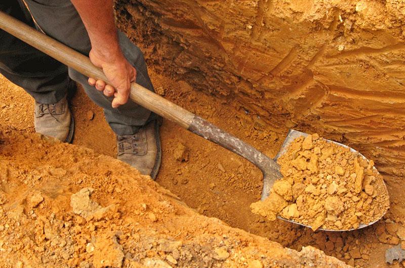 Выемка грунта под фундамент – дело непростое и дорогостоящее