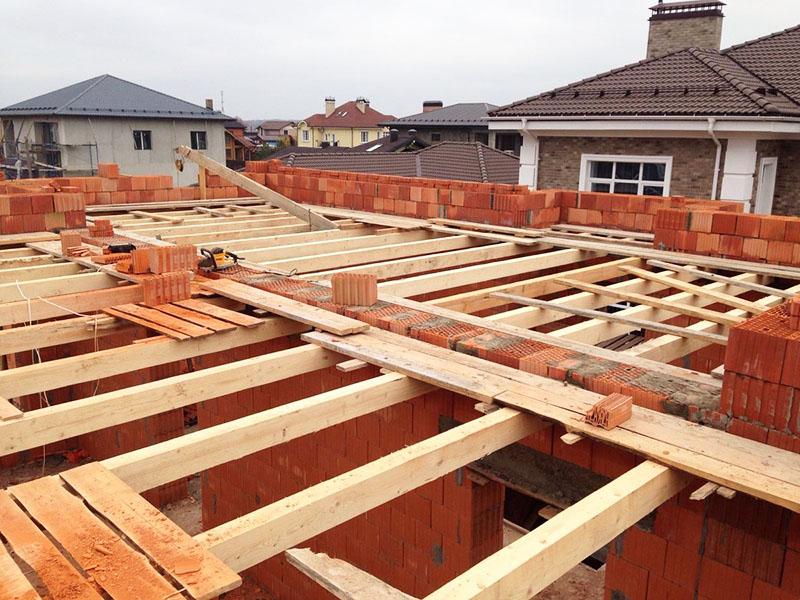 Лишние затраты для двухэтажного дома – монтаж перекрытия