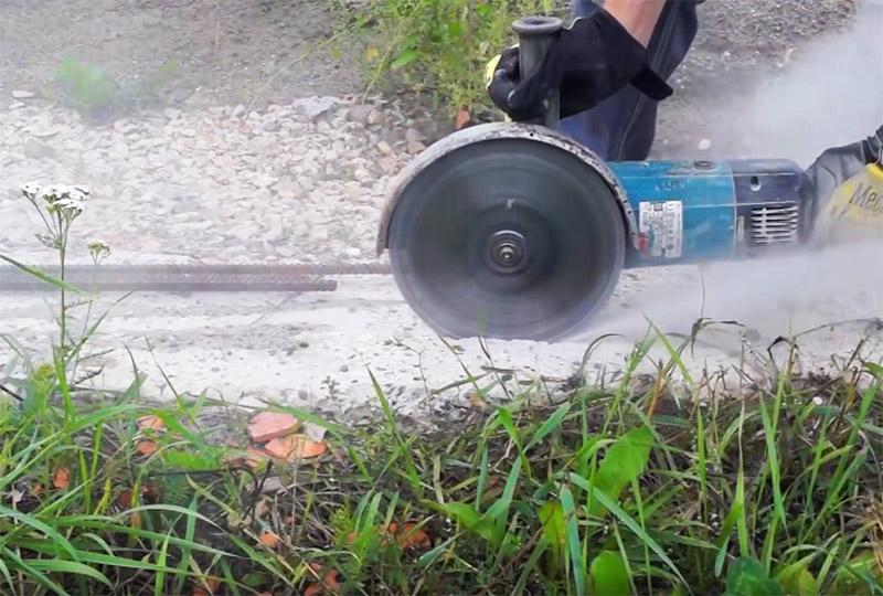 Самоделка, чтобы пилить болгаркой бетон, кирпич без пыли