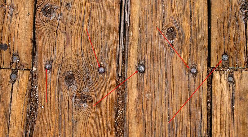 Возможно, что для крепления досок к лагам использовались обычные гвозди