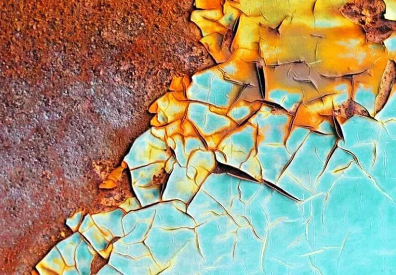 Трещины на окрашенной поверхности возникают из-за плохого просушивания слоёв краски
