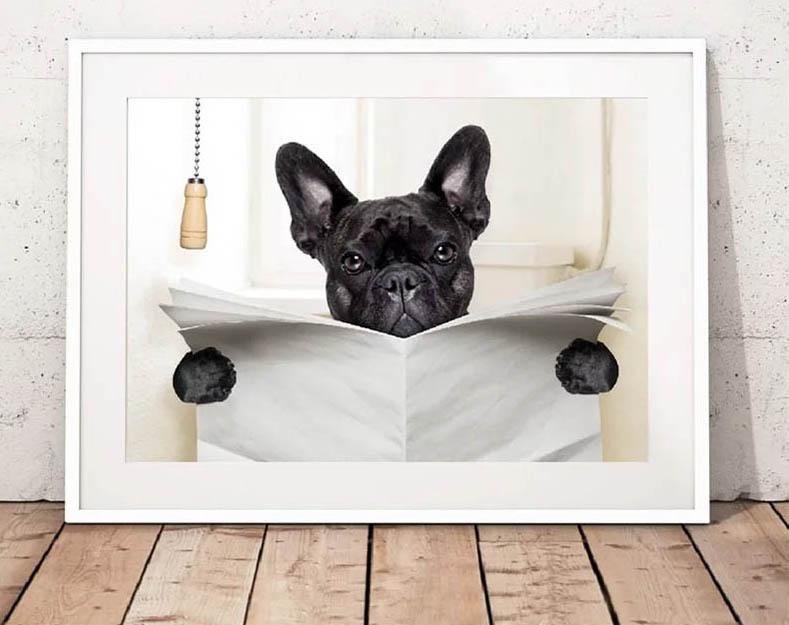 Этот забавный пёс уже готов занять место за своим хозяином, прикрывая ревизионный люк