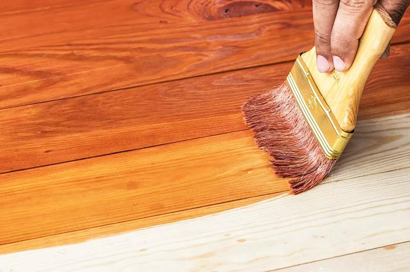 Масляное покрытие не только придаёт дереву более насыщенный оттенок, но и подчёркивает красивую текстуру