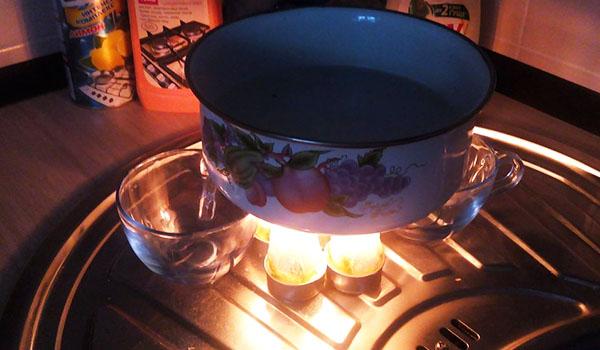 Пара-тройка обычных свечей возможно и не добавят романтики, но супчик согреют не хуже микроволновки
