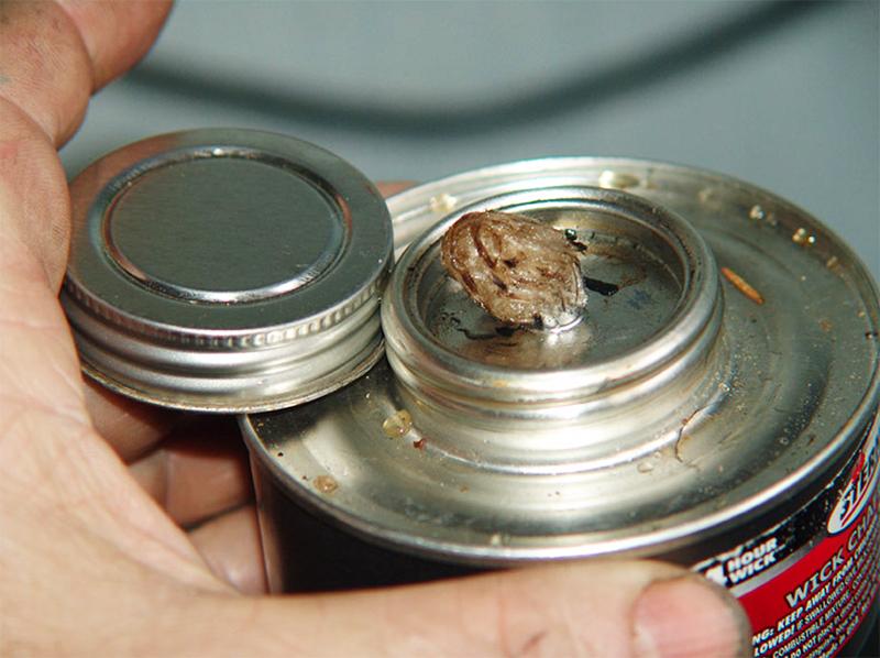 Такие горелки на жидком парафине можно найти на прилавках хозяйственных магазинов