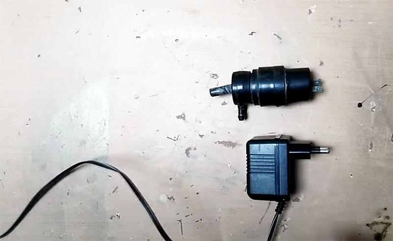 Электродвигатель-насос от стеклоомывателя автомобиля с блоком питания на 12 В