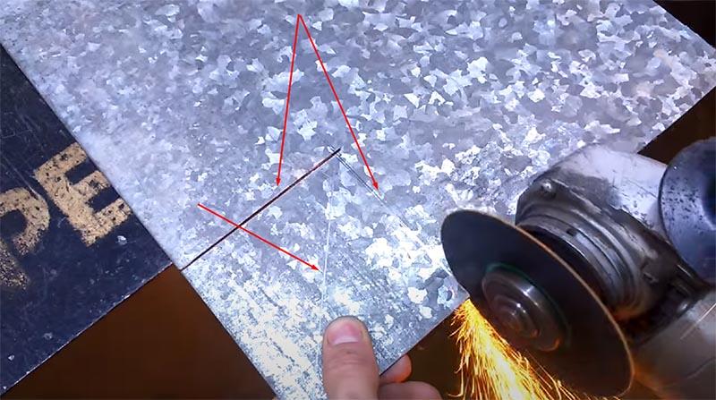 Элементы будущего магнитного уголка вырезаем строго по размеченным линиям