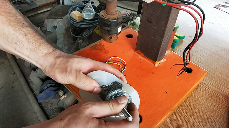 Готовое изделие извлекается из силиконовой формы очень просто
