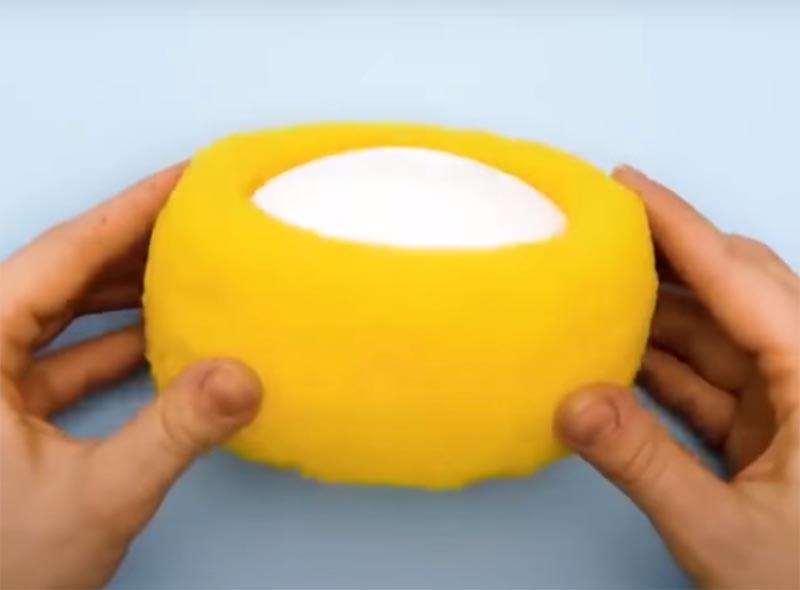 Теперь кусочек мыла может уютно устроиться в поролоновом гнезде, где всегда будет сухо