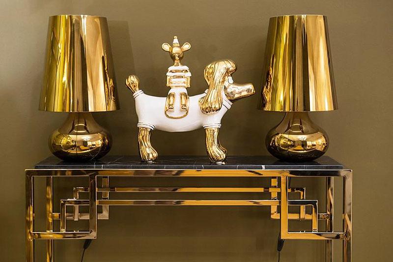 Дизайнерский столик-консоль изготовлен в единственном экземпляре