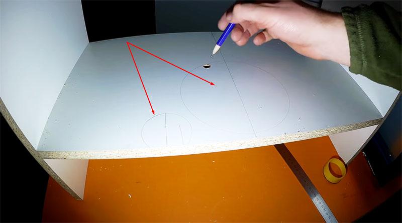 Все линии размечены, отверстие просверлено – можно приступать к резке
