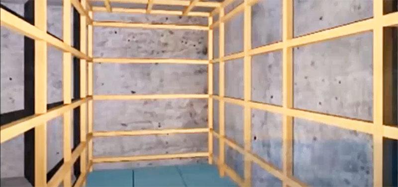 Каркас с обрешёткой собирается из деревянного бруса