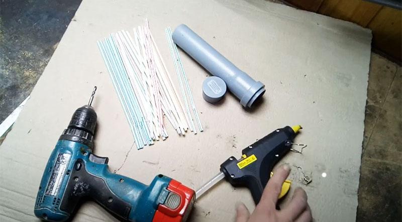 Инструмента и материала для изготовления подобной самоделки для пылесоса понадобится минимум