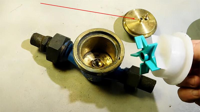 Крыльчатка ‒ в идеальном состоянии, а значит, можно продолжать переделку счётчика в водяной насос
