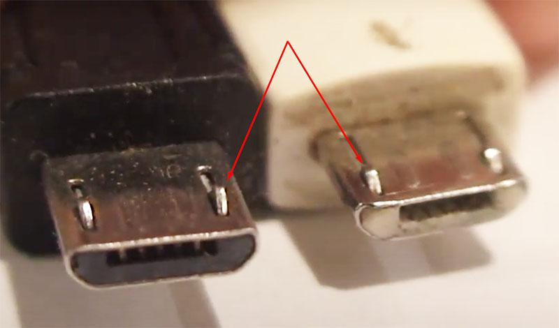 За правильную посадку штекера отвечают прижимные ушки – они совсем крохотные и расположены с одной стороны