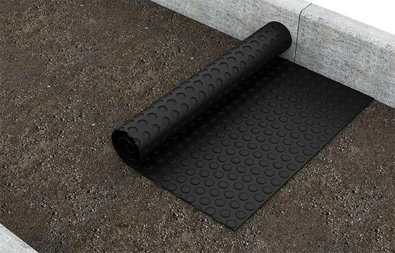 Гарантийный срок службы качественного материала – 60 лет. Не всякая бетонная отмостка столько выдержит в принципе