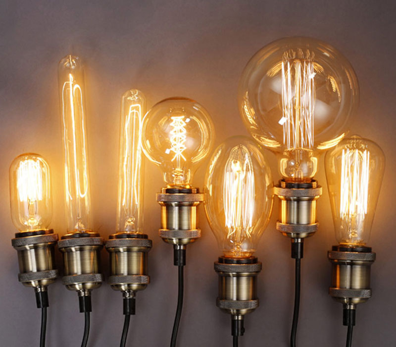 Китайские умельцы моментально подхватили у японцев этот новый вид ламп и пустили массовое производство, нисколько не заботясь о качестве драйверов, так что китайские филаментные лампы – товар очень расходный, который служит не больше пары месяцев