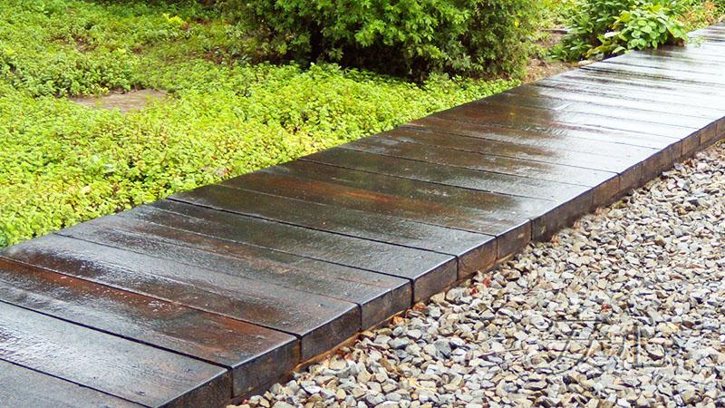 Если вы ещё и под настил или дорожки постелете слой гравия, чтобы влага не стояла, а уходила, сноса им буквально не будет