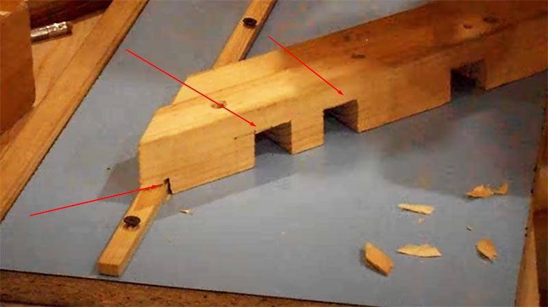 Вырезы снизу позволят фиксировать обрабатываемую деталь струбцинами
