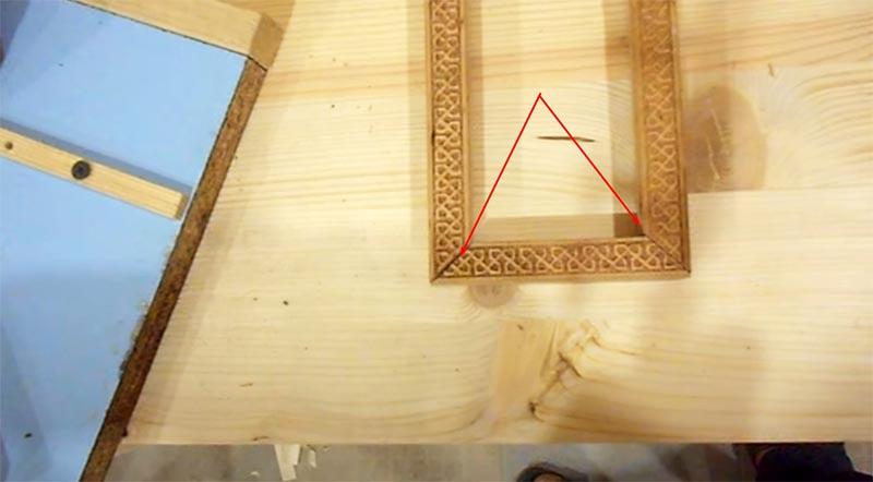После работы ножовкой видны зазоры на стыке элементов рамки