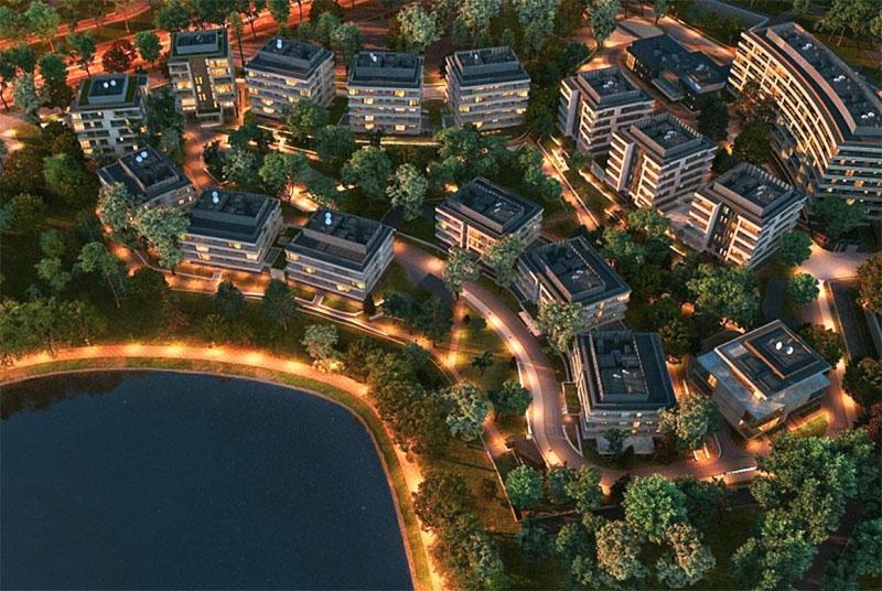 Главные украшения комплекса – природное озеро и ухоженная территория