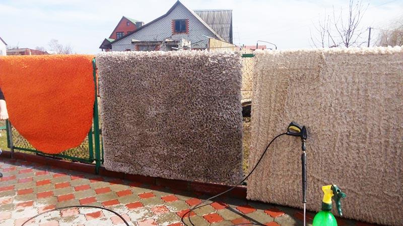 Если наварить трубы, то на забор ковры вешать не придётся