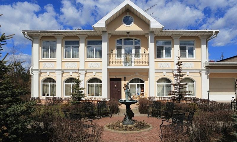 Александр Невзоров и его квартира
