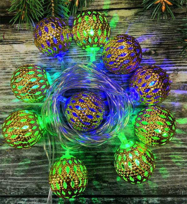 Например, вот такая яркая гирлянда с фонариками может менять восемь цветов при включении