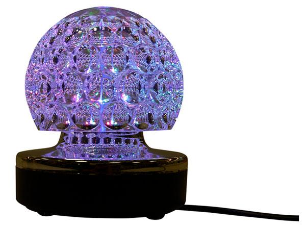 Прожектор имеет устойчивое основание и оригинальный внешний вид. Он может украсить ваш интерьер даже в выключенном состоянии