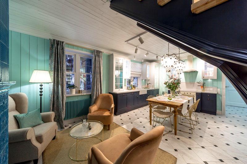 В просторном помещении получилось выделить две комфортные функциональные зоны: кухни и отдыха