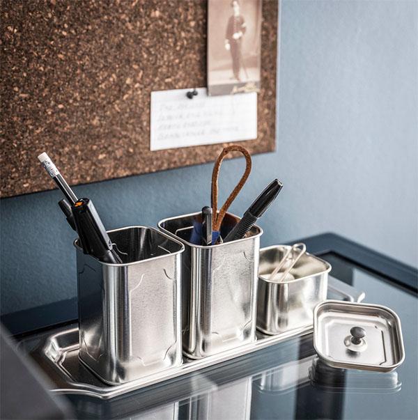 Такая подставка впишется не только на рабочий стол, но и на полку для косметики или кухонный столик
