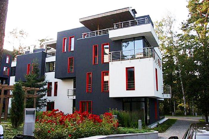 Инновационный дом кубической формы построен с использованием экологически чистых материалов