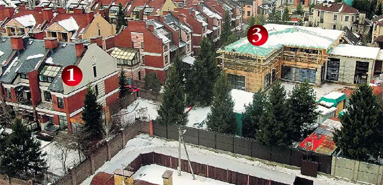 Под № 3 − практически построенная резиденция молодожёнов