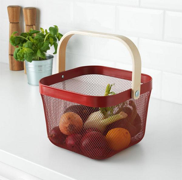 Такая корзина может пригодиться не только на кухне, но и для хранения вещей в других помещениях