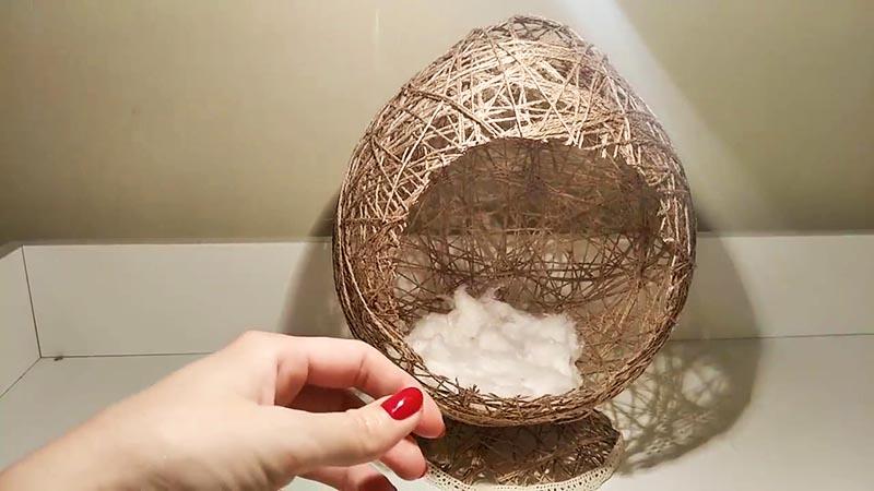 В коконе из обычной ваты делаем снежные сугробы