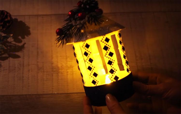 Фонарик создаст романтическую атмосферу и поможет украсить новогодний стол