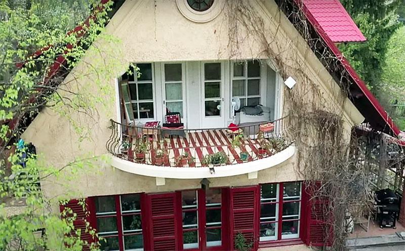 Павел Деревянко и его дом