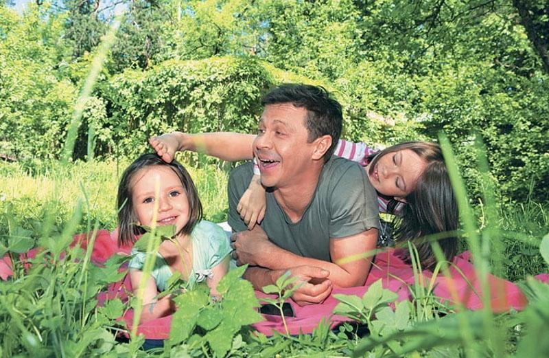 Павел Деревянко абсолютно счастлив в окружении своей семьи