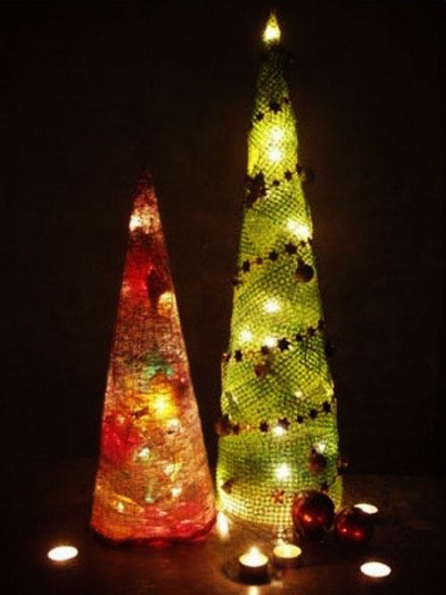 Самодельные светящиеся ёлочки из простейших материалов