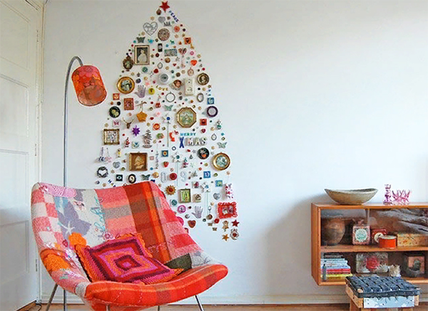 А если вы оказались далеко от своих близких, используйте их фото, чтобы собрать новогоднюю композицию, и тогда хорошее настроение и семейное тепло обязательно будут с вами